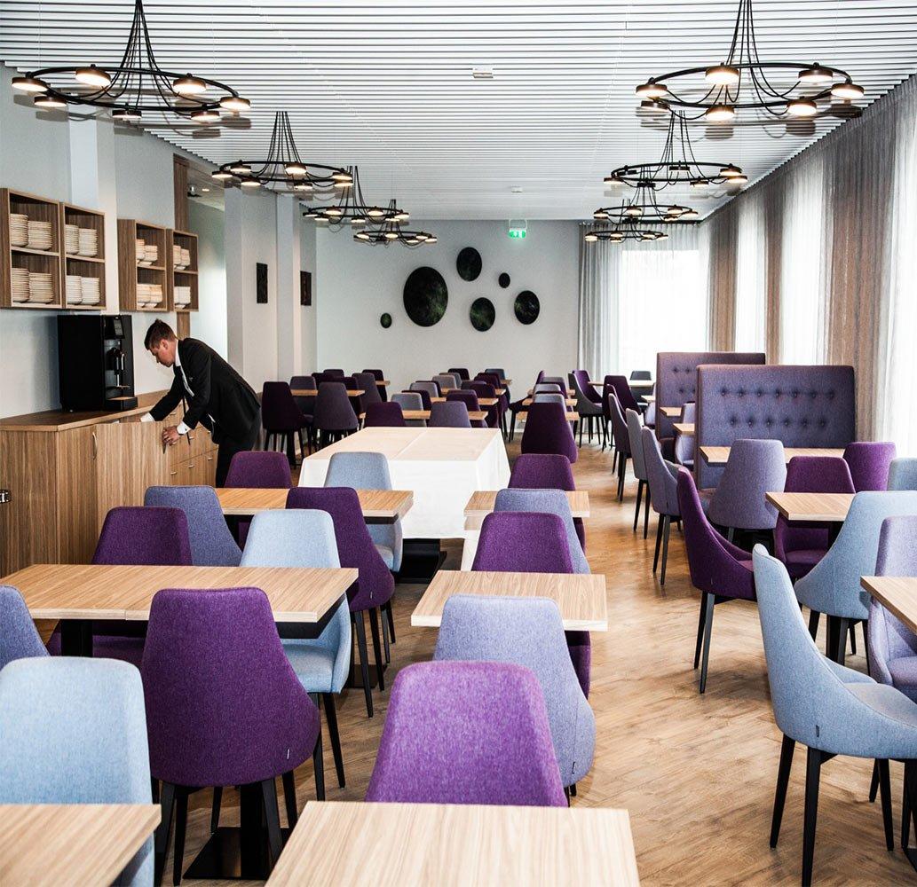 mobilier-chr-table-bar-restaurant-plateau-bois-pietement-noir-484-et-al
