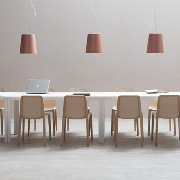 mobilier-haut-de-gamme-restauration-chaises-bois-naturel-Frida-Pedrali