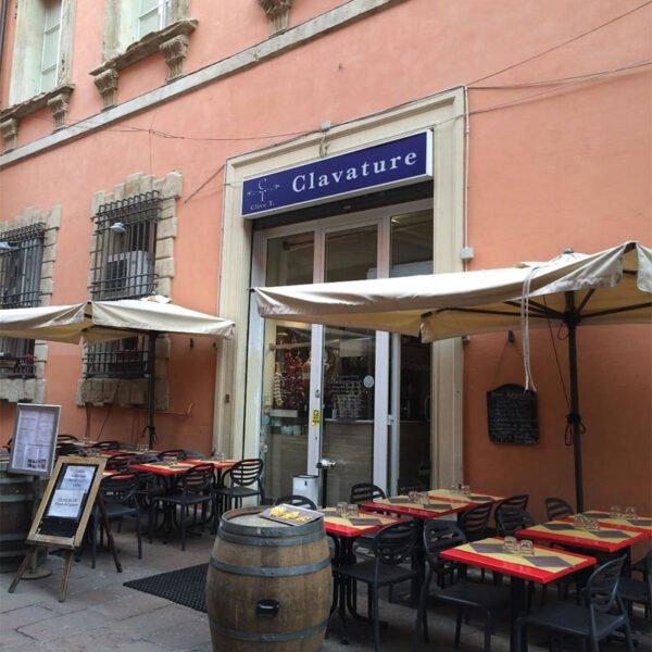 mobilier-terrasse-chr-chaises-noires-empilables-pas-cheres-top-gic-scab