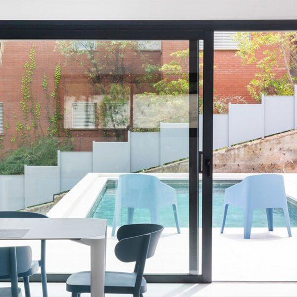 mobilier-chr-fauteuils-terrasse-monobloc-bleu-baku
