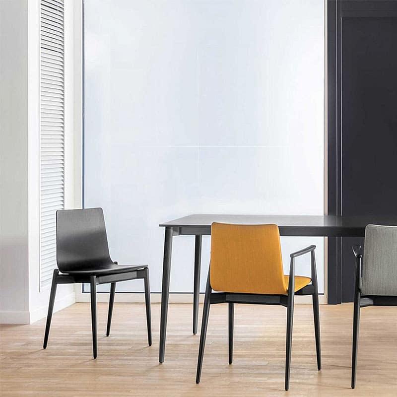 Chaise de réunion design bois noir empilable moderne MALMO 390 PEDRALI