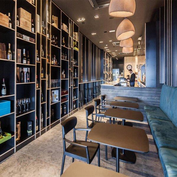 inspiration-mobilier-de-restaurant-fauteuils-bois-noirs-tivoli-pedrali