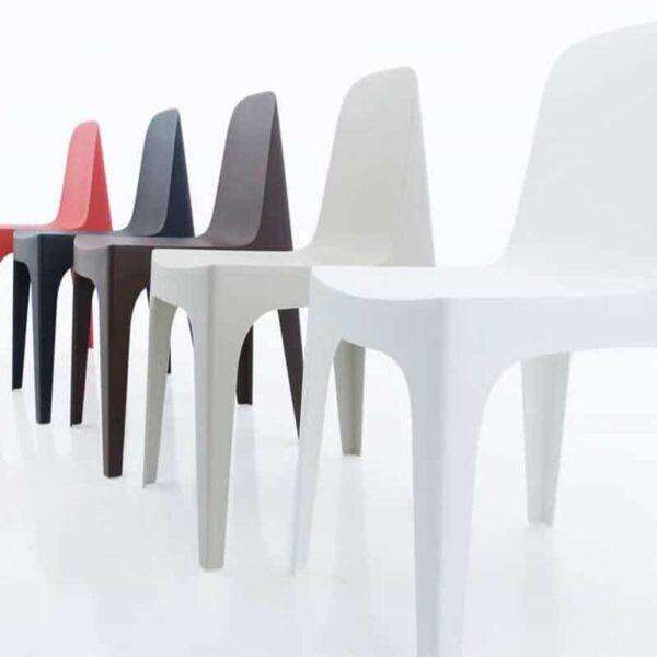 mobilier-accueil-chaises-monobloc-colorees-solid-vondom
