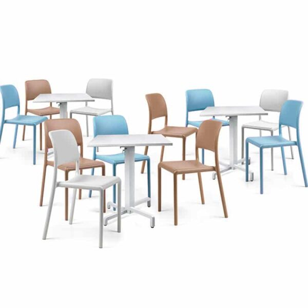 mobilier-chr-chaises-pas-cheres-empilables-blanches-bleues-taupes-riva-nardi
