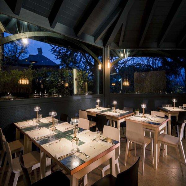 Mobilier-Horeca-pour-Bistrots-cafes-Restaurants-chaises-bois-smilla-scab