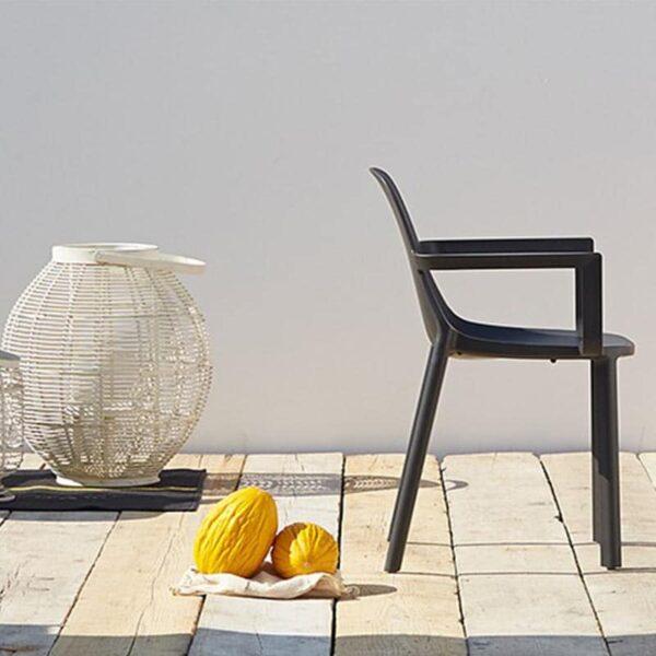 mobilier-restaurant-fauteuil-empilable-noir-terrasse-pio-scab