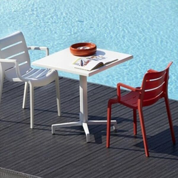 Mobilier-terrasse-bar-restaurant-table-blanche-domino-scab