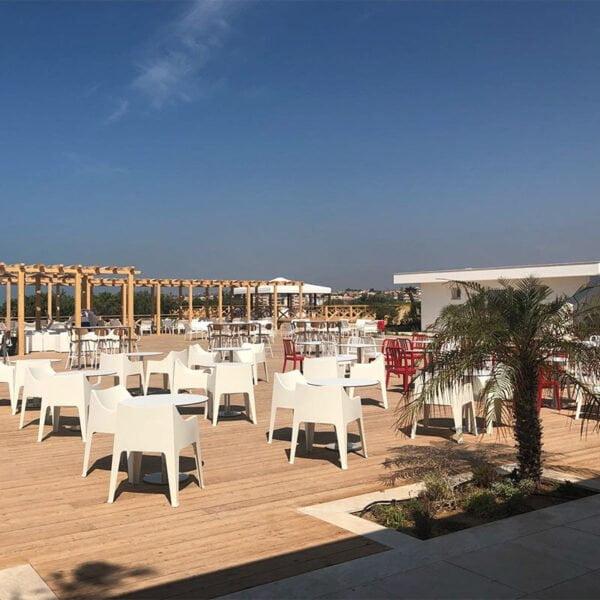 mobilier-terrasse-vafe-restaurant-fauteuils-empilables-monobloc-design-cocco-scab