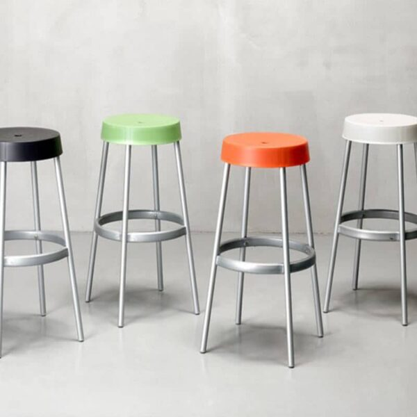 tabourets-bar-colores-terrasse-empilables-gim-scab