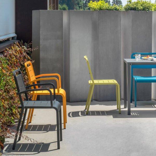 mobilier-terrasse-chr-fauteuils-empilables-metal-star-emu