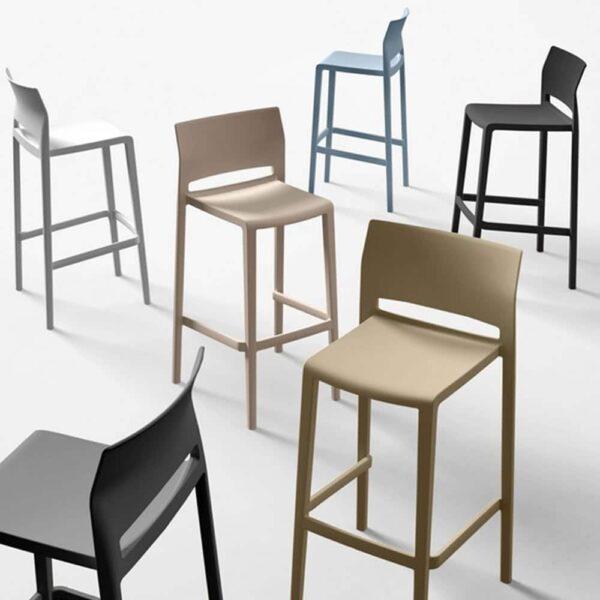 chaises-bar-dossier-empilables-plastique-bakhita-gaber