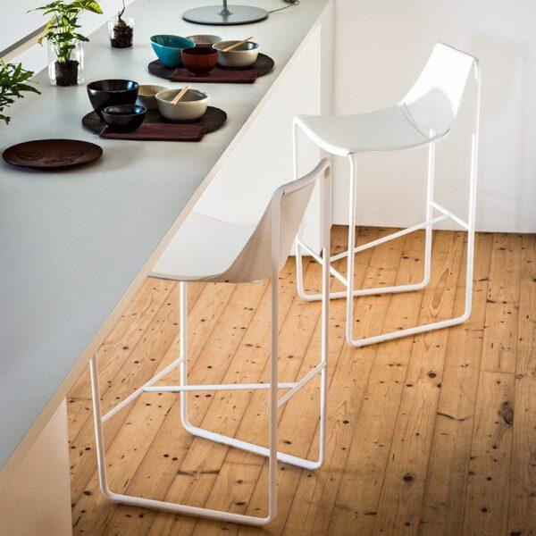 chaises-hautes-bar-cuir-blanc-design-apelle-midj