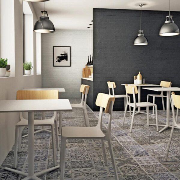 meubles-italiens-pour-restaurant-chaises-blanches-design-infiniti-design