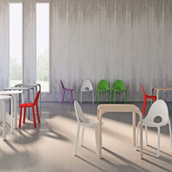 mobilier-collectivite-chaises-plastique-monobloc-empilables-drop-infiniti