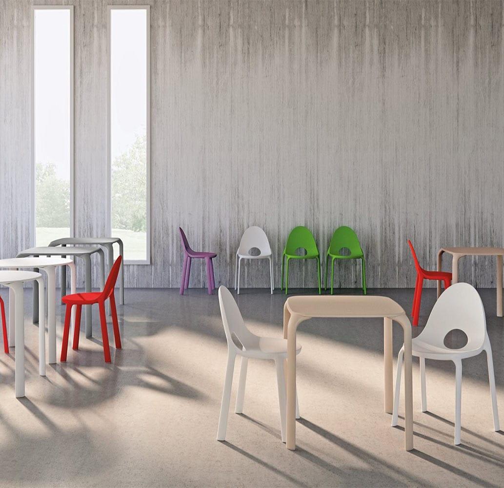 mobilier-collectivite-chaises-plastique-monobloc-empilables-drop-infiniti