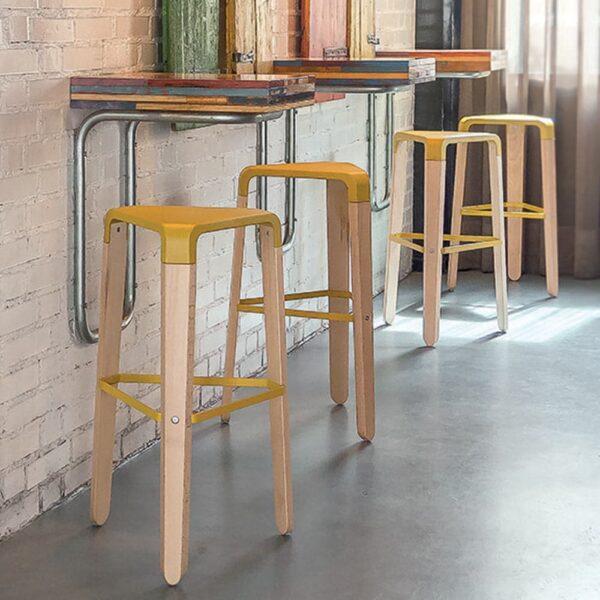 mobilier-pour-bar-restaurant-en-ligne-tabourets-design-bois-jaunes-picapau-infiniti-design