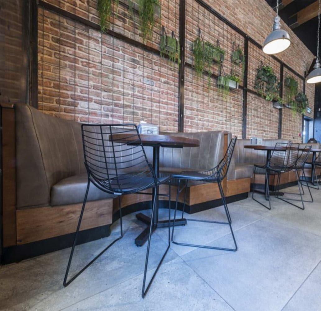 mobilier-salle-de-restaurant-chaises-metal-noir-filaire-net-metalmobil