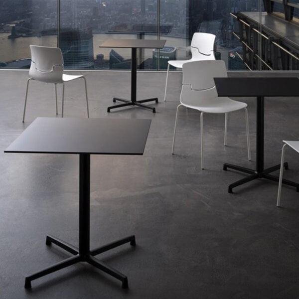 tables-restaurant-noires-design-modernes-plateaux-compact-amica-gaber