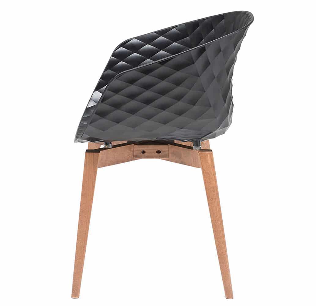 fauteuil-design-restaurant-coque-noire-pieds-bois-uni-ka-bois-et-al