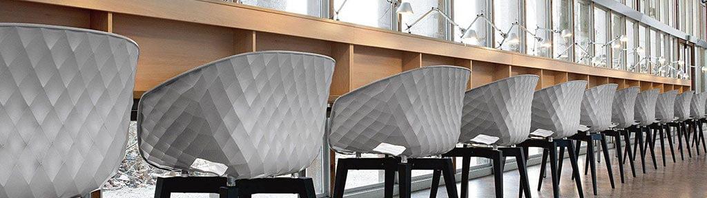 fauteuil-reunion-coque-plastique-design-uni-et-alluminium