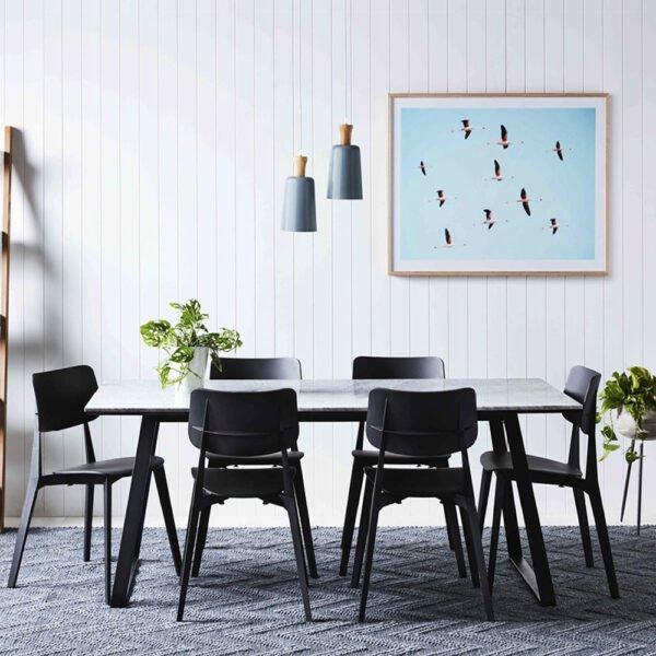 mobilier-chr-chaises-noires-design-empilables-toou-design-stellar