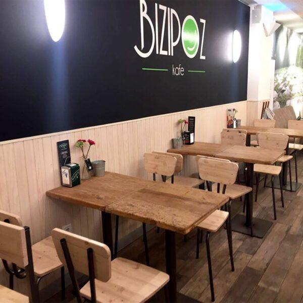 chaises-et-tables-bois-restaurant-industrielles-basto