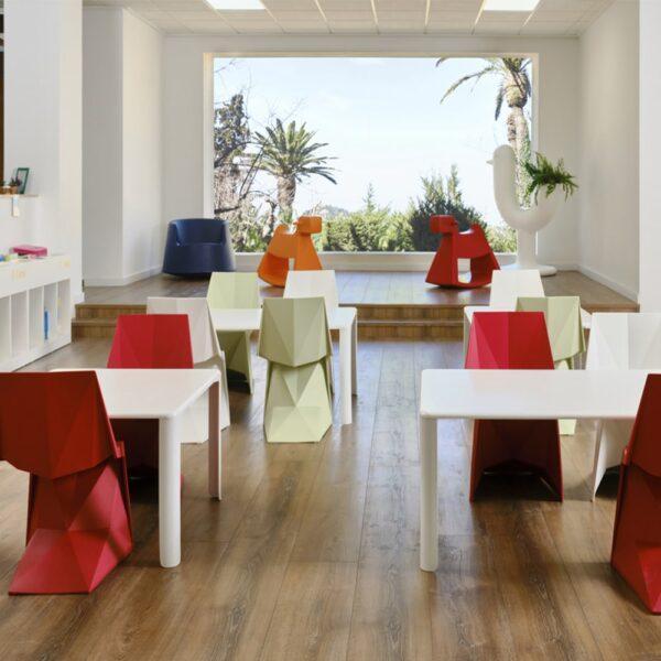 chaises-design-enfants-empilables-voxel-vondom