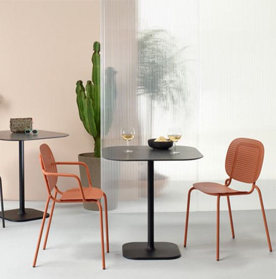 mobilier-restaurant-table-noire-moderne-2-places-arty