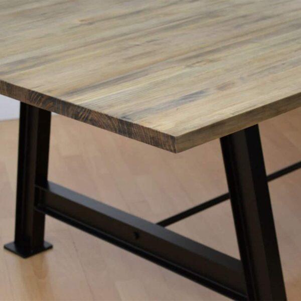 table-bois-pietement-chevrons-noirs-cheron
