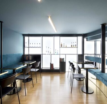 inspiration-bar-restaurant-chaises-noires-design