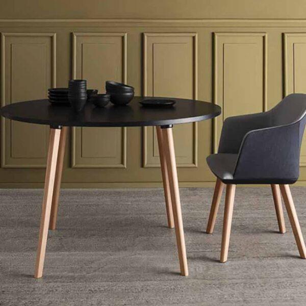 mobilier-restaurant-table-bois-plateau-noir-log