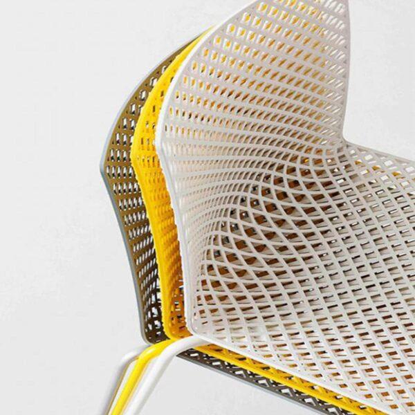 chaises-restaurants-empilables-modernes-plastique-full