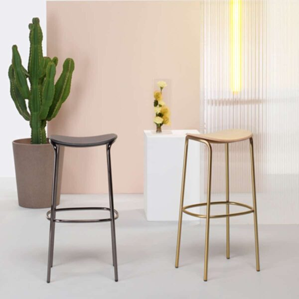 mobilier-bar-tabourets-dore-tipo-os